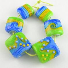 love the cheerful blue, green, yellow by Leslie Deaunne of beadbijoux.com