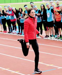 Catherine, Duchess of Cambridge runs a race during a training day for the Heads Together team for the London Marathon at Olympic Park in London, England. || 5.2.2017