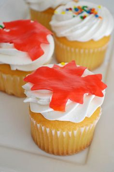 Canada Day Cupcakes with Cream Cheese Frosting. These are for all my relatives who are in Canada :) Maple Cupcakes, Candy Corn Cupcakes, Orange Cupcakes, Cupcakes With Cream Cheese Frosting, Baking Cupcakes, Yummy Cupcakes, Cupcake Recipes, Happy Birthday Canada, Cupcake Collection
