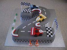 BIRTHDAY CARS. Une course de voiture sur un gâteau !