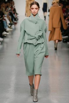 J. JS Lee Autumn/Winter 2017 Ready to Wear Collection | British Vogue