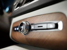 La marque suédoise dévoile les premières images de l'habitacle du nouveau XC90, qui sera présenté en octobre au Mondial de l'Automobile.