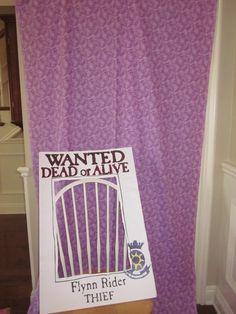 tangled photo booth idea #rapunzel #party #photobooth