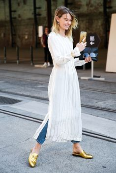 73 Styling Hacks to Steal From the Street Style Down Under Best Australia Fashion Week Street Style 2016 Look Street Style, Street Style 2016, Street Chic, Street Styles, Street Style Fashion, Street Wear, How To Wear Jeans, How To Wear Loafers, Modest Fashion