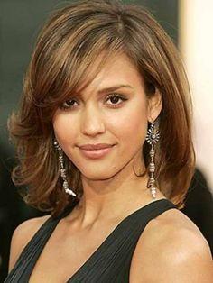 Dona ai capelli fini questo taglio medio con leggera scalatura per il 2014.