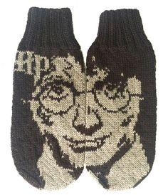 Ravelry: Harry Potter mittens pattern by Emolas Design - Herzlich willkommen Knitted Mittens Pattern, Fair Isle Knitting Patterns, Knit Mittens, Knitted Gloves, Knitting Socks, Knitting Designs, Free Knitting, Harry Potter Socks, Harry Potter Face