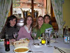 María, Susana, Edurne y Kory en cena del Máster.