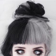 Split black and grey hair Split Dyed Hair, Half Dyed Hair, Dye My Hair, Two Color Hair, Hair Color For Black Hair, Cool Hair Color, Hair Colors, Punk Hair Color, Black And Grey Hair