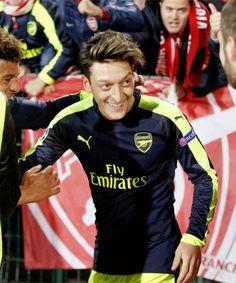 Ozil celebrating an Arsenal goal