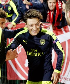 Ozil celebrating an Arsenal goal