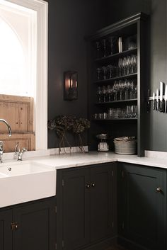 London's deVol kitchens sent me an email this week sharing this stunning shaker Kitchen in a victorian home in the heart of London. i'm working away on my own kitchen remodel ideas, so Grey Shaker Kitchen, Shaker Style Kitchen Cabinets, Shaker Style Kitchens, Kitchen Cabinet Styles, New Kitchen, Kitchen Pics, Kitchen Black, Shaker Cabinets, Updated Kitchen
