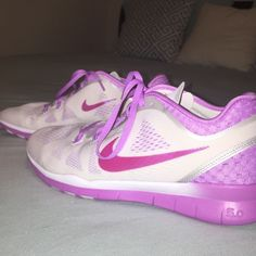 BRAND NEW NIKE FREE RUN 5.0 brand new, never worn & super cute!! they are in perfect condition. need these gone asap!!! Nike Shoes Athletic Shoes