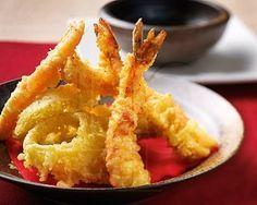 Recette Japonaise : Tempura en détail, photos, commentaires, notes. Mélangez votre eau glacée, toute votre farine et votre jaune d'oeuf dans un petit bol. Passez...