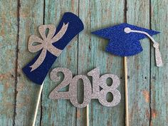 Graduation 2018! This listing includes three (3) centerpiece sticks made of heavy duty glitter card stock, the back is white. Imagine how beautiful these sparkly graduation sticks will look in your centerpieces or plants for your home event or graduation party! The hat is 4.5 wide by