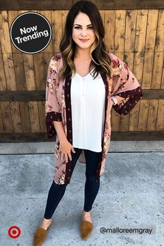 What's trending in fall fashion? Check out the latest fall outfits, hair color, nails and shoes. Casual Outfits, Cute Outfits, Fashion Outfits, Womens Fashion, Fall Winter Outfits, Autumn Winter Fashion, Fall Fashion, Coachella, Look Kimono