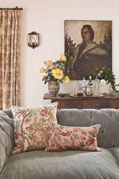 living-room-schuyler-samperton-carolyn-murphy-home-dining-room