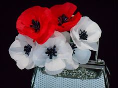 Tissue paper christmas decorations How to make paper flowers tutorial : Pretty Poppies. Tissue paper christmas decorations How to make paper flowers tutorial : Pretty Poppies Our sets Perfect for weddings, birthday parties, baby showers, bridals, nursery Crepe Paper Flowers Tutorial, Nylon Flowers, How To Make Paper Flowers, Tissue Paper Flowers, Diy Flowers, Flowers Vase, Poppy Youtube, Remembrance Day Poppy, Remembrance Flowers