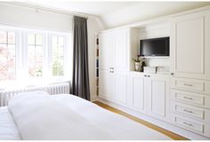bedroom built-ins via Four Houses Canada. I would lose me full wall closet for this!bedroom built-ins via Four Houses Canada. I would lose me full wall closet for this! Bedroom Built Ins, Master Bedroom Closet, Bedroom Wardrobe, Master Bedroom Design, Bedroom Storage, Home Bedroom, Bedroom Decor, Wardrobe Dresser, Wall Storage