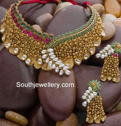Gold necklace collection from AVR Swarna mahal - Latest Jewellery Designs Bridal Necklace, Wedding Jewelry, Gold Necklace, Choker Necklaces, Gold Earrings, Gold Jewellery Design, Gold Jewelry, Jewlery, Diamond Jewellery