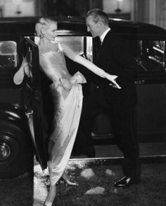 A dashing Kirk Douglas, with a gorgeous girl in a gorgeous dress. This is what we all should wear on a date. #MuseMonday