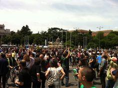"""Fecha: 11/6/11. Hora: 14.31. Tuit original: """"La manifestación llega a la sede del ayuntamiento de Madrid #15menpleno""""."""
