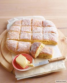 Schnelle Quarkbrötchen A hit for every Easter brunch: simple and sensational! Quick Bread Recipes, Sweet Recipes, Baking Recipes, Snacks Recipes, Pasta Recipes, Good Food, Yummy Food, Easter Brunch, Cakes And More