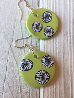 Handmade polymer clay earrings in lime green and black in my etsy shop. Polymer Clay Ornaments, Polymer Clay Christmas, Polymer Clay Canes, Polymer Clay Flowers, Polymer Clay Necklace, Polymer Clay Pendant, Handmade Polymer Clay, Sculpey Clay, Metal Clay Jewelry
