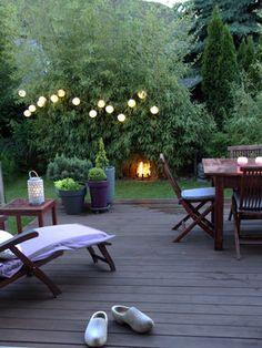 Einrichten im Grünen: Die schönsten Ideen für deinen #Garten auf SoLebIch: www.solebich.de/garten #garten #terrasse #innenhof #gartenmöbel #pflanzen #gartendeko #green #spring #abendlich #romantisch #lichterkette #kerzen #gartenliege
