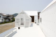 JAPANESE HOUSE INSPIRED BY GREENHOUSES BY YO SHIMADA