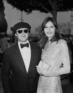 Jack Nicholson & Anjelica Huston at the 1976 Oscars.
