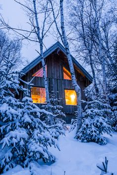 Cozy cold-weather getaway ideas to book ASAP across Canada Fall Vacations, Vacation Days, Getaway Cabins, Lake Cabins, Ontario Cottages, Eco Cabin, Mountain Cottage, Winter Cabin, Winter Photos