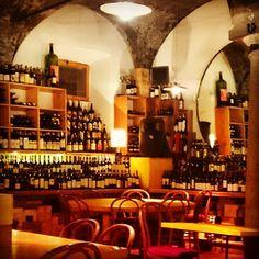 Un bicchiere di vino e un chiaro di luna....#wine #glass #glasses #food #cibo #thoose #brindare #milanodavedere #milano #milan #italy by loggy8