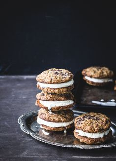 Healthier Ice Cream Sandwiches with whole wheat oatmeal chocolate chip cookies Ice Cream Treats, Ice Cream Desserts, Frozen Desserts, Frozen Treats, Gelato, Ice Cream Cookie Sandwich, Ice Cream Cookies, Cookie Sandwiches, Healthy Ice Cream