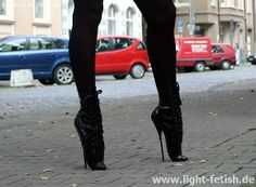 So, it's possible to stand in ballet heels (with no platform). but can anybody walk in them yet? Extreme High Heels, Super High Heels, Black High Heels, Black Boots, Ballet Boots, Ballet Heels, High Heel Boots, Heeled Boots, Shoe Boots