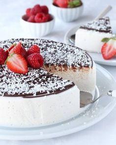 Enkel retrokake med vaniljekrem - Krem.no Dere, Eat Dessert First, Tiramisu, Cake Recipes, Panna Cotta, Cheesecake, Food And Drink, Cooking Recipes, Recipes