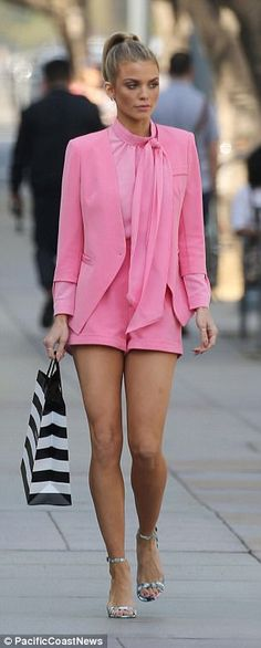Beautiful: The actress flaunted her tanned and toned legs in bubble gum pink shorts and a matching blazer, with a color palette reminiscent of Elle Woods in the 2001 flick Legally Blonde Legaly Blonde, Blonde With Pink, Blonde Women, Fashion Tv, Runway Fashion, High Fashion, Legally Blonde Outfits, Legally Blonde Quotes, Classy Outfits