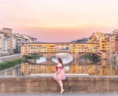 Wenn man an Florenz denkt, kommt einem vermutlich zuerst der große Dom in den Sinn, Leonardo da Vinci, die Medici und natürlich auch die malerische Altstadt. Die Stadt in der Toskana ist ein wahres Juwel und für einen kulinarischen Besuch genauso zu haben, wie für einen kulturellen. Im Florenz Foodguide entführe ich euch in die… Der Beitrag Florenz Foodguide   Die besten Spots und Restaurants erschien zuerst auf Pipifein.