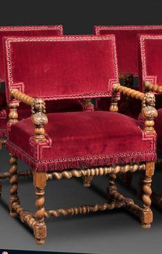 Quatre fauteuils en bois et garnis de velours rouge, accotoirs torsadés à têtes de femmes, reposant sur un piétement torsadé à dés de raccordement reliant barre d'entrejambe et entretoise, Louis XIII, XVIIe. 85 x 59 x 43 cm.