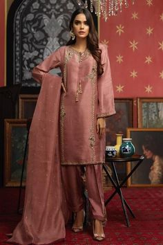 Beautiful Pakistani Dresses, Pakistani Formal Dresses, Pakistani Dress Design, Indian Dresses, Stylish Dress Designs, Stylish Dresses, Fashion Dresses, Women's Fashion, Pakistani Fashion Party Wear