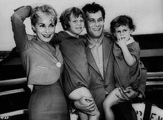 Curtis with first wife Janet Leigh and their children, actresses Kelly and Jamie Lee in 1961 Jamie Lee Curtis Daughter, Classic Hollywood, Old Hollywood, Hollywood Couples, Joining The Navy, Janet Leigh, Debbie Reynolds, Tony Curtis, All In The Family