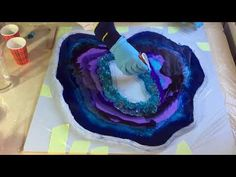 Part Second Layer. In this video I'm placing the second layer on my free form resin Geode. Acrylic Pouring Art, Acrylic Resin, Acrylic Art, Resin Artwork, Resin Paintings, Diy Resin Crafts, Resin Tutorial, Diy Painting, Resin Pour