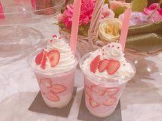 Kawaii uploaded by 귀여운 심리 on We Heart It Comida Disneyland, Strawberry Milkshake, Strawberry Perfume, Strawberry Drinks, Pink Foods, Cute Desserts, Cafe Food, Aesthetic Food, Sweet Recipes