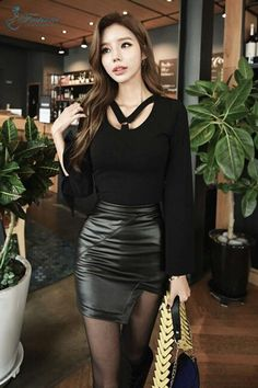Black Leather Skirts, Leather Dresses, Colorful Fashion, Asian Fashion, Tight Dresses, Sexy Dresses, Fashion Models, Girl Fashion, Leder Outfits