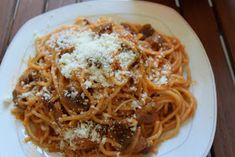 ΜΑΓΕΙΡΙΚΗ ΚΑΙ ΣΥΝΤΑΓΕΣ: Μακαρόνια με κόκκινη σάλτσα & μανιτάρια !! Love Eat, Spaghetti, Greek, Ethnic Recipes, Food, Essen, Meals, Greece, Yemek