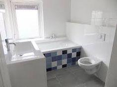 betegeling bad heel leuk, grieks blauw als apart accent in badkamer met verder grijs en wit