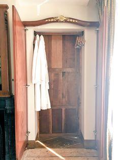 """""""Detective Hotel。 エトルタはルパンの奇巌城の舞台で、ルブラン邸もある縁の土地なので、アルセーヌ・ルパンのジュニアスイートに宿泊。なんと鏡張りのクローゼットが隠し扉になってて、奥の小部屋に通じてる仕掛け!"""" Mirror, Bathroom, Travel, Furniture, Home Decor, Washroom, Viajes, Decoration Home, Room Decor"""