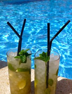 Virgin Mojito Recipe - brown sugar, crushed mint, half a lime squeezed, crushed ice and topped with apple juice and lemondade = poolside perfection