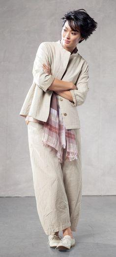 Oska online kopen bij Keskusta Oska in de Scandinavische kleding webshop Keskusta Assen .OSKA-Outfit Oska-pak-beige