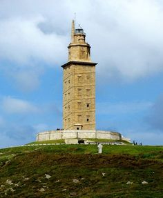 The Tower of Hercules has served as a lighthouse and landmark at the entrance of La Coruña harbour in north-western Spain since the late century A. when the Romans built the Farum Brigantium. Magic Places, Places To Go, Portugal, High Building, Lighthouse Keeper, Tours, World Heritage Sites, Around The Worlds, Architecture