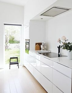 superb color idea wall white kitchen furniture in the same range, relaxing atmosphere
